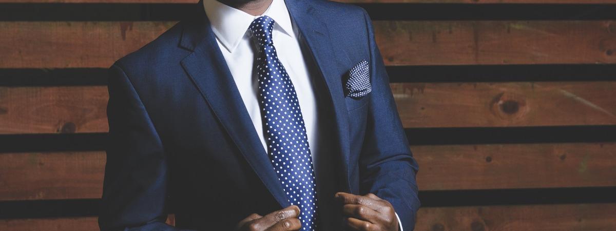 blue suit blue tie blue pocket square white shirt