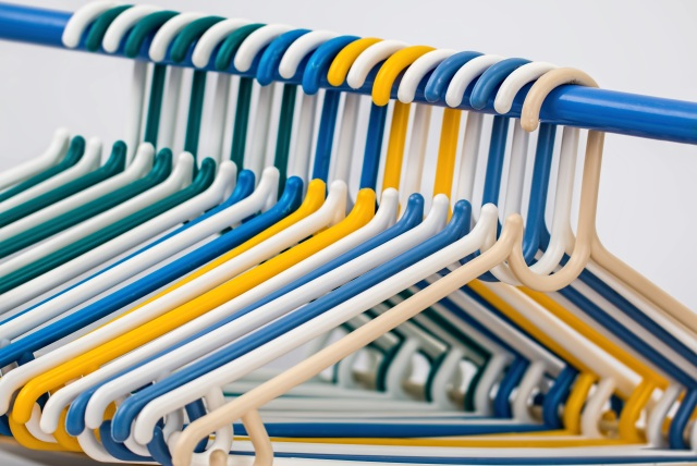 plastic hangers for clothes