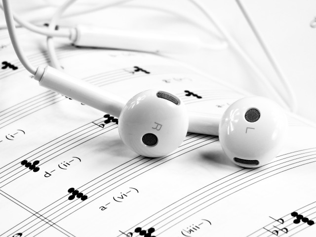 iPhone headphones sheet music